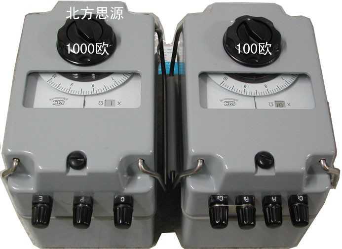 由于现代工业电气设备已经相当普及,一个好的接地已成为重要的防干扰、防雷击的有效保护系统。所以,安全、快速的接地测量方式也已成为迫切需要。 接地电阻表除了用于工业电气设备外,还在电力配电系统、电信系统配置、建筑接地、法拉第笼保护系统、等领域有着广泛应用。 适用直接测量各种接地装置的接地电阻值,也测量可一般的低电阻,四端钮(0~1~10~100Ω规格)还可以测量土壤电阻率。 技术参数 1.